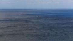 Alto Mar (H. P. Filho) Tags: dslr apsc canoneosrebelt5i canonefs55250mmf456isstm hoyahdcirpl67mm digitalphotoprofessional cropped fernandodenoronha noronha mar oceano atlântico oceanoatlântico céu barco sea ocean atlantic atlanticocean sky boat bgtpe 50view 100view 250view 500view faved 2fav 1000view 3fav 5fav 10fav