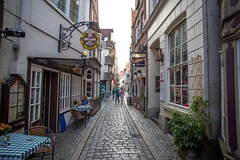 Bremen - Schnoor (Stefan Beckhusen) Tags: bremen schnoor history ambiente shopping oldtown oldbuildings oldhouses curiosity city town alley germany europe travel tourism sightseeing gastronomy streetlife citylife containspeople buildings architecture sunny day summer