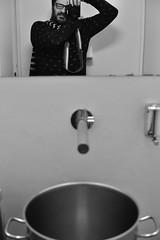 [il Maniaco dei bagni] da Zazà Ramen (Urca) Tags: tin4218 milano italia 2018 ilmaniacodeibagni self selfportrait cesso pentola autoritratto u nikondigitale tina biancoenero blackandwhite bn bw zazaramen