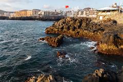 Red Flag (stefan.bayer) Tags: camilo amigo holidays windy wind flagge flag red coast island canaries canaria gran sb