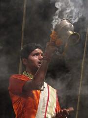 varanasi 2017 (gerben more) Tags: aarti ceremony man india varanasi benares people portrait portret chant