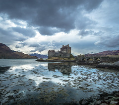 Eilean Donan (Tom Neumann) Tags: sony a6000 ilce6000 sonyalpha 12mm samyang castle sky landscape scotland scottishhighlands highlands eileandonan winter reflection shadows lake sea fiords cold castillo cielo paisaje nature naturaleza escocia tierrrasaltas invierno reflejo sombras lago mar fiordos frio