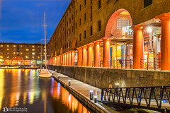 The Tate Gallery at The Royal Albert Dock (Bob Edwards Photography - Picture Liverpool) Tags: tate royalalbert dock docks pictureliverpool bobedwardsphotography merseyside water refelectionnight evening lights reflection