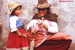 # 281. Bolivia 1971, Nikon F shot (elbigote1946) Tags: mumdaughter muttertochter andendorf losandes theandes