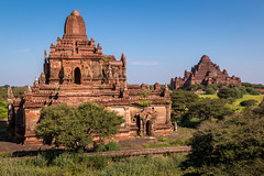 Myauk Guni et Dhammayan Gyi (Seb & Jen) Tags: bagan myanmar burma birmanie mandalayregion myanmarbirmanie oldbagan nyaungu royaumedepagan temple pagode pagoda taung guni myauk dhammayan gyi