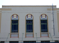 Three in a row - Napier windows (11) (boeckli) Tags: napier windows 004818 rx100m6 fenster window outdoor newzealand gebäude building buildingstructure buildingcomplex architecture architektur artdeco arch arches bogen wednesdaywalls