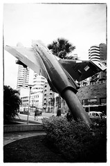 Monumento Mirage III, aeronave de caça da FAB, localizado na praça Orugan, na Orla de Ondina, Salvador, Bahia, Brasil (gabriel.gallozzi) Tags: mirage iii fab brasil chasseur avion fighter plane brésil france fabrication exportation bahia