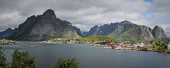 Reine, Lofoten (2) (yorkiemimi) Tags: norway norwegen reine lofoten landscape scenery landschaft natur mountains sea berge wasser
