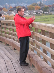 Lining up the right shot (jamica1) Tags: tourist salmon arm shuswap bc british columbia canada photography camera