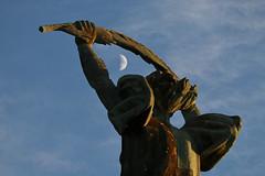 Liberty Statue (HorvathZsolt73) Tags: szabadság szobor liberty budapest gellért hill hegy moon moonlight cloud naplemente sundown winter