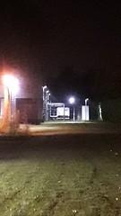 20181114_220722 (Benoit Vellieux) Tags: france nouvelleaquitaine gironde 33 bordeaux villenavedornon banlieue suburb vorort nuit night nacht ruevincentvangogh lampadaire réverbère streetlight streetlamp lamppost strasenlampe strasenlaterne laternenpfahl strasenleuchte pelouse lawn rasen zonedentreprises businesszone enterprisearea geschäftszone