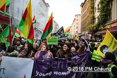 Demonstration: Der Wunsch nach Freiheit lässt sich nicht verbieten! – 01.12.2018 – Berlin - IMG_0062 (PM Cheung) Tags: 25jahrepkkverbot ypg kurden polizei polizeigesetze berlin derwunschnachfreiheitlässtsichnichtverbieten derwunschnachfreiheitlässtsichnichtverbietengemeinsamgegenpolizeigesetze pkkverbotundnationalismus bundesweitedemonstration interventionistischelinke kurdistan rojava türkei 01122018 demonstration demo pag polizeiaufgabengesetz kurdendemonstration pmcheung protest repression überwachung bundesinnenministerhorstseehofer kundgebung 2018 protestfotografie pomengcheung mengcheungpo auftaktkundgebung wwwpmcheungcom aufhebungpkkverbot afd facebookcompmcheungphotography polizeistaat arbeiterparteikurdistans protestveranstaltung rotehilfeev partiyakarkerênkurdistanê ernk bundesinnenministerrudolfseiters auseinandersetzungen rangeleien diepkkgehörtzudeutschland serihilde