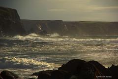 3KB09416a_C_2018-11-10 (Kernowfile) Tags: cornwall cornish coast gunwalloe churchcove beach rocks cliffs waves sea breakingwaves spray foam grass bushes