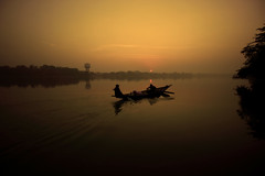 আমার সোনার বাংলা (My golden Bengal) (Debmalya Mukherjee) Tags: debmalyamukherjee canon550d 1018mm morning sunrise dawn river silhouette boat ganga ganges hooghly