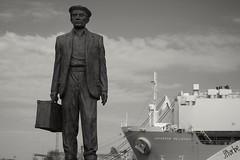 Welcome (JIturbe) Tags: estatuaemigrantesespanoles immigration veracruz monumento estatua minolta50mm17 mexico travel viaje