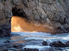 Occurrence at Keyhole Rock (mikeSF_) Tags: california pfeiffer rock beach bigsur mikeoria oria arch keyhole sunset ray beam sun