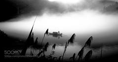Untitled (hoangcuongnokia8800) Tags: 500px 户外 自然 宁静 剪影 湖 水 船 地形 风光 云 反射 夏天 云彩 光影 自然风光 光线
