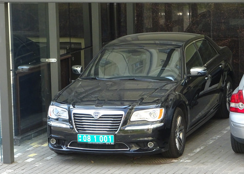 Lancia Thema, with diplomatic plates ©  peterolthof