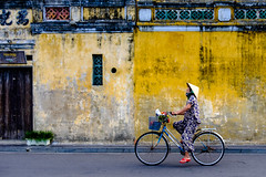 Hoi An (torbus) Tags: 28mm asia travelphotography southeastasia tourist cultural vietnam fujifilm hoian travel streetphotography ancientcity worldheritage humans tourism fujifilmx100f traditional