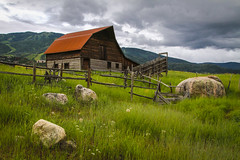 Steamboat Springs, Colorado: Rustic Barn no.2 (rocinante11) Tags: steamboatsprings colorado unitedstates green grass barn rustic old farm pasture mountains