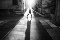 Urban poetry (Roberto Spagnoli) Tags: verona controluce backlight girl walking streetphotography fotografiadistrada biancoenero blackandwhite bw monocromo people november fujix100t shadow urbanpoetry italy lightsandshadows central