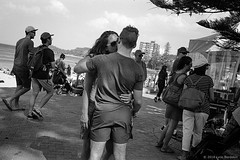 Manly beach, summer 2018  #530 (lynnb's snaps) Tags: apx100 leicacl rodinal wnikkor35cmf18ltm film manlybeach sydney australia coast summer 2018 agfaapx100 leicafilmphotography rangefinderphotography street people love couples kissing affection ©copyrightlynnburdekinallrightsreserved ishootfilm