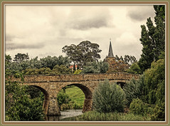Richmond Bridge (boeckli) Tags: bridge richmond tasmania tasmanien australia australien brücke landscape landschaft textures texturen texture textur topaz topaztextureeffects2 outdoor view aussicht heritage rx100m6 005839 photoborder rahmen frame richmondbridge 1823 stonespanbridge bauwerk stein