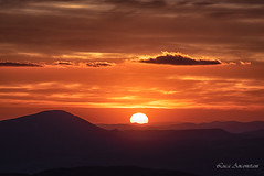 Orange ! (Luca-Anconetani) Tags: nikon lucaanconetani parconazionalesibillini travel regioneumbria umbria landscapesdreams landscape italia mountains nationalpark sunsetcolors sunandclouds sunset tramonto blusky horizon sunrays sun