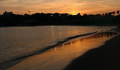 Nocturno (alfonsocarlospalencia) Tags: anochecer anaranjado reflejos playa de la magdalena orilla grúa santander hotel real bahía verano paraíso paseo crepúsculo nocturno arena huellas luces árboles solitario