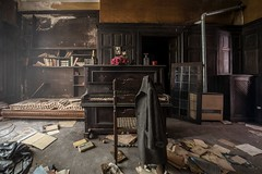 Mauro Amoroso © (Mauro_Amoroso) Tags: urbex abandoned decay piano mauroamorosoadventures room dusty dustysecrets dustysecret italy italia urbexitalia nikon nital nikonitalia