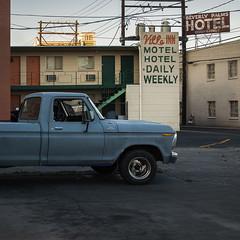 Beverly Palms Hotel (Julio López Saguar) Tags: aprobado juliolópezsaguar coche car automóvil color colour lasvegas nevada usa unitedstates estadosunidos pickup calle street azul blue