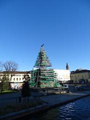 Milano (44) (pensivelaw1) Tags: italy milan statues trump starbucks romanruins thefinger trams cakes architecture