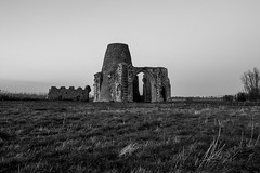 Old Fashioned (connorjacobs1) Tags: canon canoneos70d canoncamera camera countryside abbey sigma1750mm sigma sky blackandwhite monochrome ruins landscape eastanglia eastcoast ef eos eastofengland explore exposure flickr
