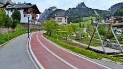 Vorbildlicher Fahrradweg in St. Christina (Sanseira) Tags: italien italy gröden radweg fahrradweg wolkenstein