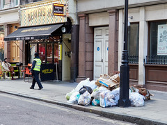 Great Castle Street. 20181103T14-02-16Z (fitzrovialitter) Tags: england gbr geo:lat=5151601000 geo:lon=014132000 geotagged oxfordcircus unitedkingdom westendward peterfoster fitzrovialitter city camden westminster streets urban street environment london fitzrovia streetphotography documentary authenticstreet reportage photojournalism editorial daybyday journal diary captureone olympusem1markii mzuiko 1240mmpro microfourthirds mft m43 μ43 μft ultragpslogger geosetter exiftool rubbish litter dumping flytipping trash garbage