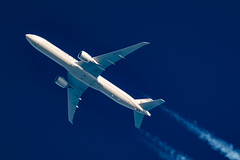 Etihad Airways Boeing 777-3FX(ER) A6-ETG (Thames Air) Tags: etihad airways boeing 7773fxer a6etg contrail telescope dobsonian contrails overhead vapour trail