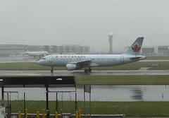 2018-09-10_10-16-46 Air Canada Airbus C-FDSU (canavart) Tags: pearsoninternational torontopearson toronto rainy airport fog mist cyyz aircanada airbus a320211 cfdsu