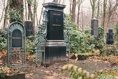181214_000045 (Jan Jacob Trip) Tags: analog film cemetery weisensee berlin germany