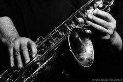 Evan Parker: sax (jazzfoto.at) Tags: sw bw schwarzweiss blackandwhite blackwhite noirblanc bianconero biancoenero blancoynegro zwartwit pretoebranco sony sonyalpha sonyalpha77ii alpha77ii sonya77m2 wwwjazzfotoat wwwjazzitat jazzitsalzburg jazzitmusikclubsalzburg jazzitmusikclub jazzfoto jazzphoto markuslackinger jazzinsalzburg jazzclubsalzburg jazzkellersalzburg jazzclub jazzkeller jazzit2018 jazz jazzsalzburg jazzlive livejazz konzertfoto concertphoto concertphotos liveinconcert stagephoto greatjazzvenue greatjazzvenue2018 downbeatgreatjazzvenue salzburg salisburgo salzbourg salzburgo austria autriche blitzlos ohneblitz noflash withoutflash concert konzert concerto concierto musiker musik music конце́рт