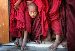 myanmar 2019 (mauriziopeddis) Tags: littel monk portrait young boy myanmar religion spiritual buddha portraits ritratto ritratti red people tribe tribal culture cultural canon color feet face viso game gioco