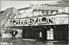 MünchenBeton • SCHWABYLON 1973-74 (/RealityScanner/) Tags: germany deutschland bavaria bayern munich münchen schwabing leopoldstrase schwabylon building bauwerk gebäude architecture architektur beton 1973 architektjustusdahinden architekt schwarzweis blackandwhite scan kodak plusxpan