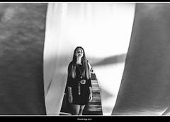 passaggi (magicoda) Tags: italia italy magicoda foto fotografia venezia venice veneto bw persone people maggidavide davidemaggi passione passion voyeur candid bianco nero white black wife upskirt tourists donna woman long legs classic friends nikon d750 dsrl reflex miniskirt 2018 ombre ombra shadow biennale arsenale faccia face portrait ritratto sorriso smile thru passaggio passage