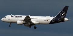 Lufthansa / Airbus A320-214 / D-AIZC (vic_206) Tags: bcn lebl lufthansa airbusa320214 daizc