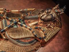 A gold inner coffin depicting the King 18th dynasty New Kingdom Egypt (mharrsch) Tags: kingtut tutankhamun artifact treasure exhibit tomb egypt 18dynasty newkingdom discoveryofkingtut omsi oregonmuseumofscienceandindustry portland oregon mharrsch