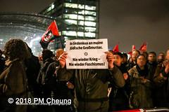 """Rechter Aufmarsch von """"Wir für Deutschland (WfD)"""" und antifaschistische Gegenproteste – 09.11.2018 – Berlin - IMG_9077 (PM Cheung) Tags: wirfürdeutschlandwfd trauermarschfürdieopfervonpolitik antifa gegenprotest berlinmitte demonstration verbot andreasgeisel novemberpogrome 09112018 regierungsviertel tiergarten hauptbahnhofberlin neonazis afd rechtspopulisten berlingegennazis 80jahrestagreichspogromnacht wfdaufmarsch auchnach80jahren–keinvergessenkeinvergeben reclaimclubculture faschismuswegbeamen polizei pmcheung demo protest kundgebung 2018 protestfotografie pomengcheung mengcheungpodemo antifaschisten b0911 wwwpmcheungcom rechtsruck berlinerbündnisgegenrecht lichtangegennazis facebookcompmcheungphotography"""