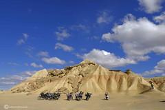 Motorrijders in Bardenas Reales (willynihotfotografie) Tags: motorrijdersinbuenasreales navarra spanje fujixt2