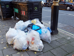 20181115T16-02-46Z (fitzrovialitter) Tags: peterfoster fitzrovialitter city camden westminster streets urban street environment london fitzrovia streetphotography documentary authenticstreet reportage photojournalism editorial daybyday journal diary captureone olympusem1markii mzuiko 1240mmpro microfourthirds mft m43 μ43 μft