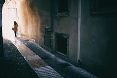 (Roberto Spagnoli) Tags: girl elegance controluce backlight silhouette alley arch fotografiadistrada streetphotography color italy verona camel loneliness solitude