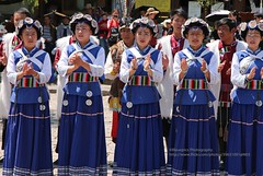 Lijiang, Old town, Naxi performance (blauepics) Tags: china chinese chinesisch yunnan province provinz lijiang city stadt naxi minority minderheit stamm tribe woman frau costume tracht traditional traditionell colourful farbenfroh colours farben blue blau dance tanz unesco weltkulturerbe world heritage site