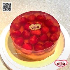 耶里 草莓水晶 (ellie la pâtisserie) Tags: ellie taipei taiwan patisserie bakery dessert handmade cake strawberry jello jelly photooftheday 耶里 台北 台灣 手做 甜點 經典 蛋糕 水晶蛋糕 草莓水晶